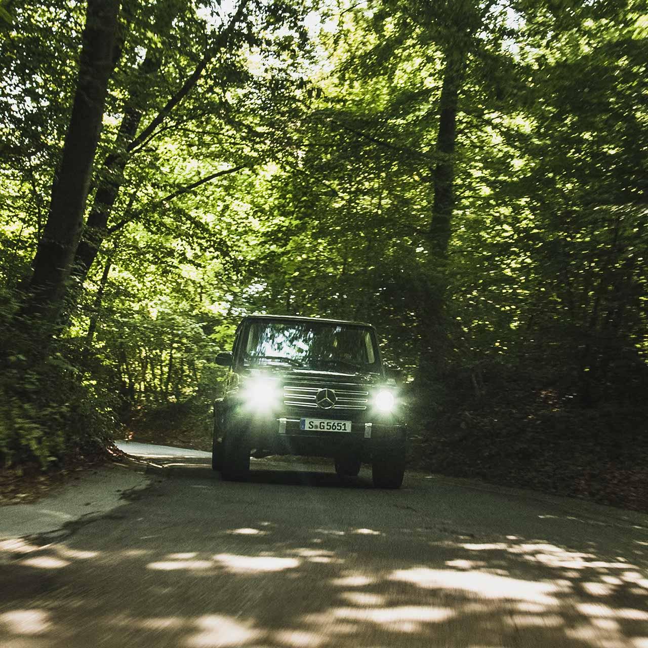 Mercedes-Benz G-Klasse im Wald | brainstormunich media Videoproduktion Fotoproduktion Filmpoduktion Fotografie München Agentur Filmagentur Social Media